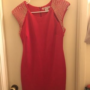 Bodycon little red dres.